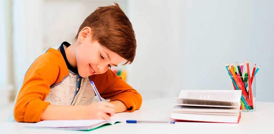 Aproveite a volta às aulas e crie um cantinho de estudos